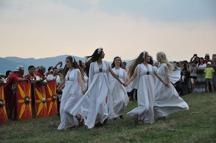 Sanziene dance